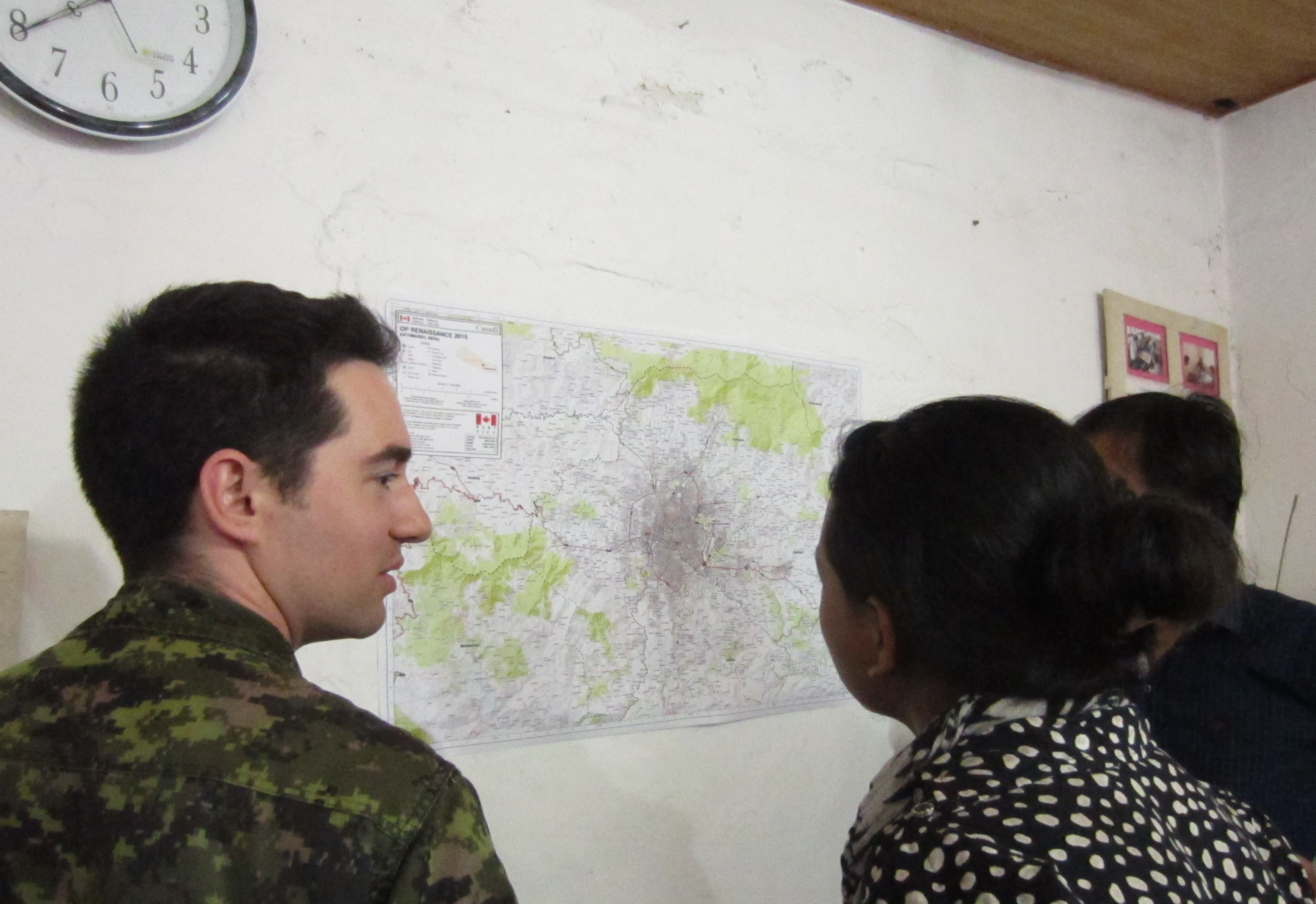 Nepal. 7 May 2015 – Master-Corporal Denis Carièrre, a geomatics technician from the DART talks about Nepal mapping with members of Kathmandu Living Labs, a group of young people working to harness human potential and creativity by leveraging open data and civic technology on May 7, 2015. (Photo: Captain Gabriel Rousseau, Canadian Forces Combat Camera)