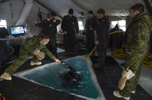7 April 2016. Clearance Divers and Port Inspection Divers from Fleet Diving Unit Atlantic as well as 1 Engineering Support Unit from Kingston inspect a fresh water intake pipe for Canadian Forces Station ALERT during Operation NUNALIVUT 2016 on April 7, 2016. (Photo: Cpl Chris Ringius, Formation Imaging Services Halifax)