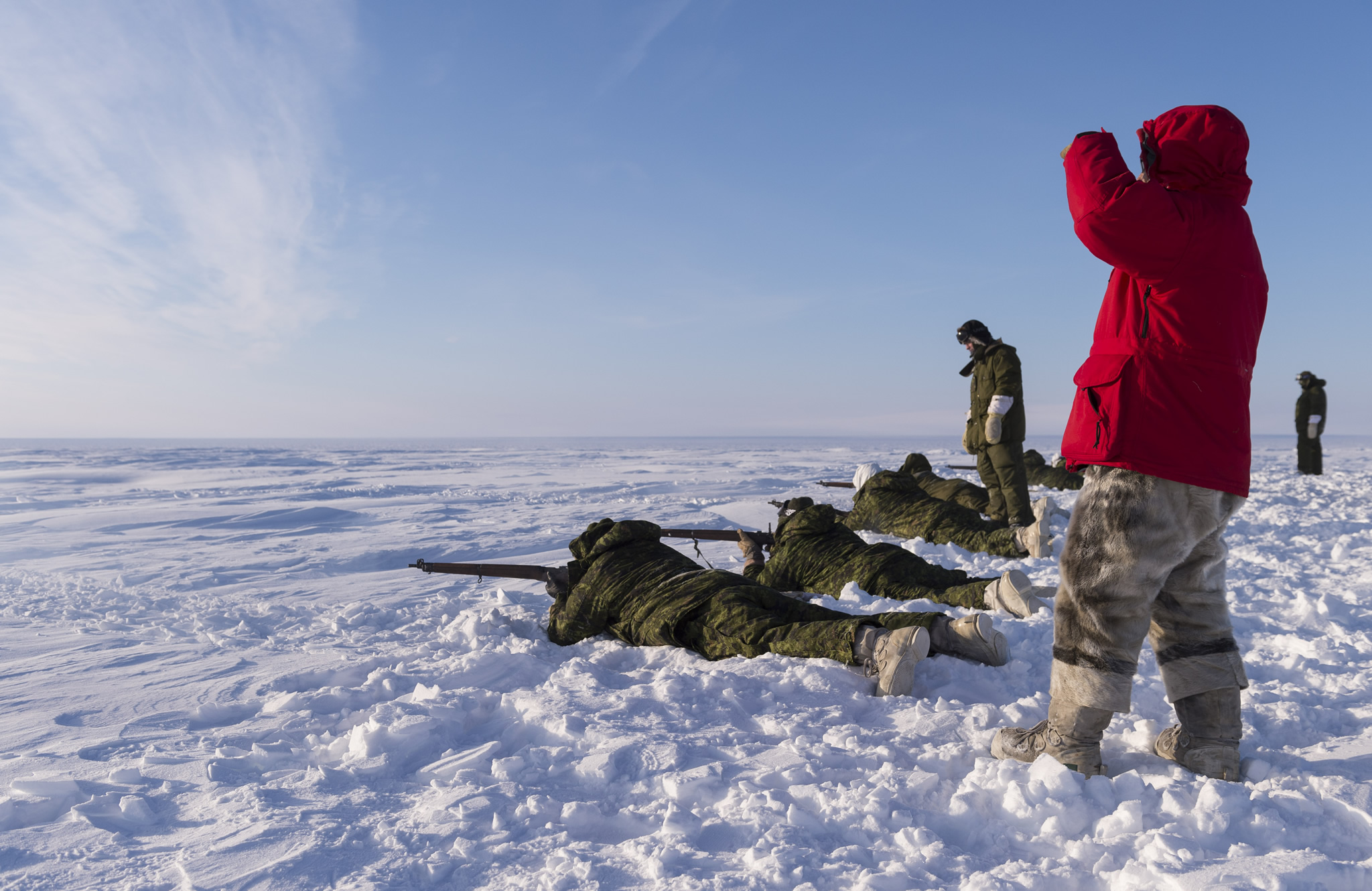 Deployed members of 12e Régiment blindé du Canada and Rangers from 1 Canadian Ranger Patrol Group participate in an austere rifle range during near Hall Beach, Nunavut. (Photo: Sgt Jean-François Lauzé)