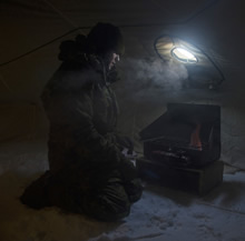 Resolute Bay, Nunavut. April 5, 2016 Corporal Josh Steward, a Vehicle Technician from 31 Service Battalion ensures the stove is functioning properly during Operation NUNALIVUT in Resolute Bay, Nunavut on April 5, 2016. (Photo: PO2 Belinda Groves, Task Force Image Technician)