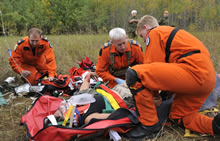 Gimli, Manitoba. 19 September 2013 – Master Corporal Donovan Ball (left), Sergeant Glen Hood (middle) and Master Corporal Curtis Schmidt administer first aid to a simulated casualty during the 2013 National Search and Rescue Exercise. (Photo: Pte Darryl Hepner, 17 Wing Winnipeg)