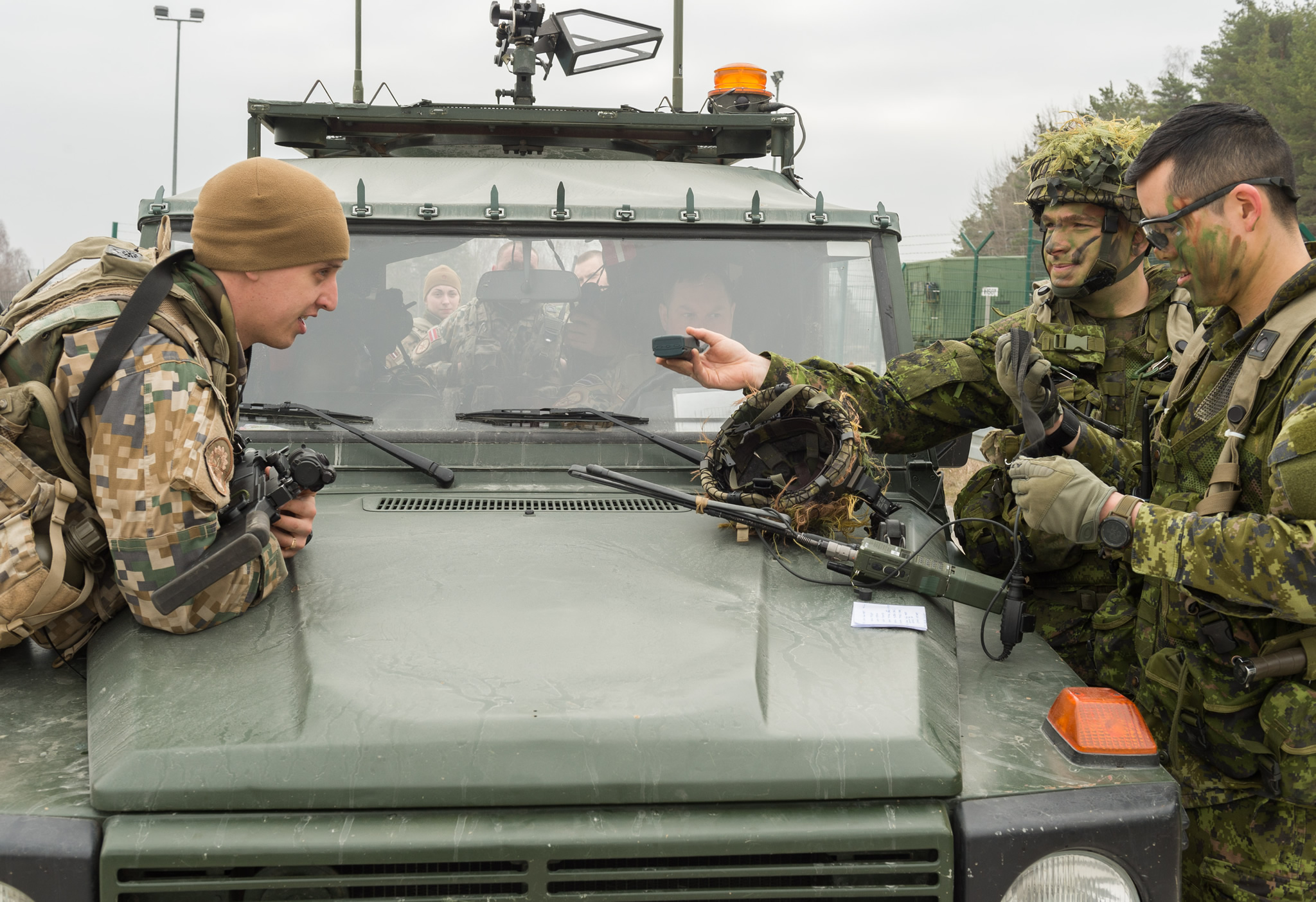 Hohenfels, Germany. March 15, 2017 – Members of 3rd Battalion, Princess Patricia's Canadian Light Infantry (3 PPCLI) work together with their Latvian counterpart to resolve a communications issue in the Hohenfels Training Area on Exercise ALLIED SPIRIT VI during Operation REASSURANCE. (Photo: MCpl Jennifer Kusche, Canadian Forces Combat Camera)