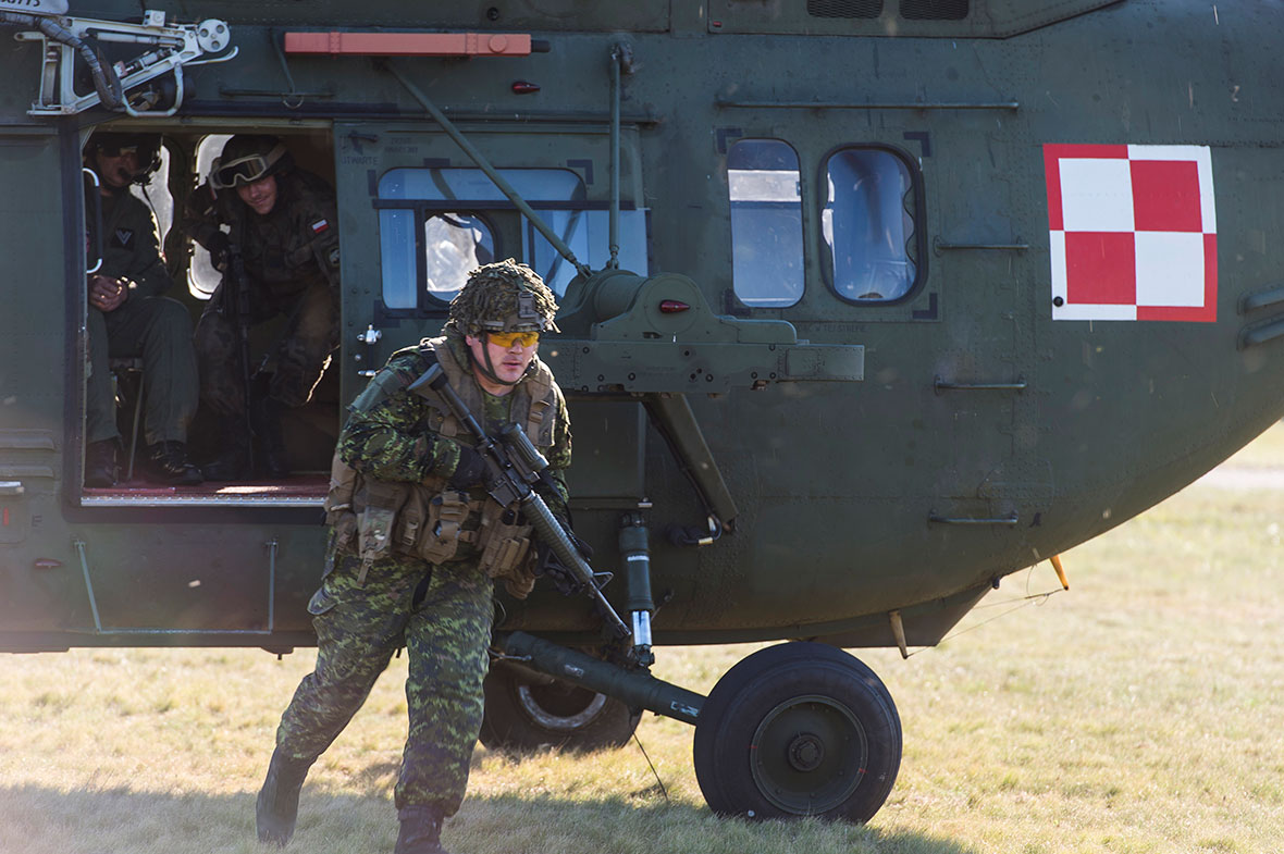 A member of 1 Princess Patricia Canadian Light Infantry (1 PPCLI) dismounts a W3W Falcon helicopter during Exercise Maple Detachment 2 in Drawsko Pomorskie Training Area, during Operation REASSURANCE on September 14, 2016. (Photo: Cpl Jay Ekin, Operation REASSURANCE Land Task Force Imagery Technician)