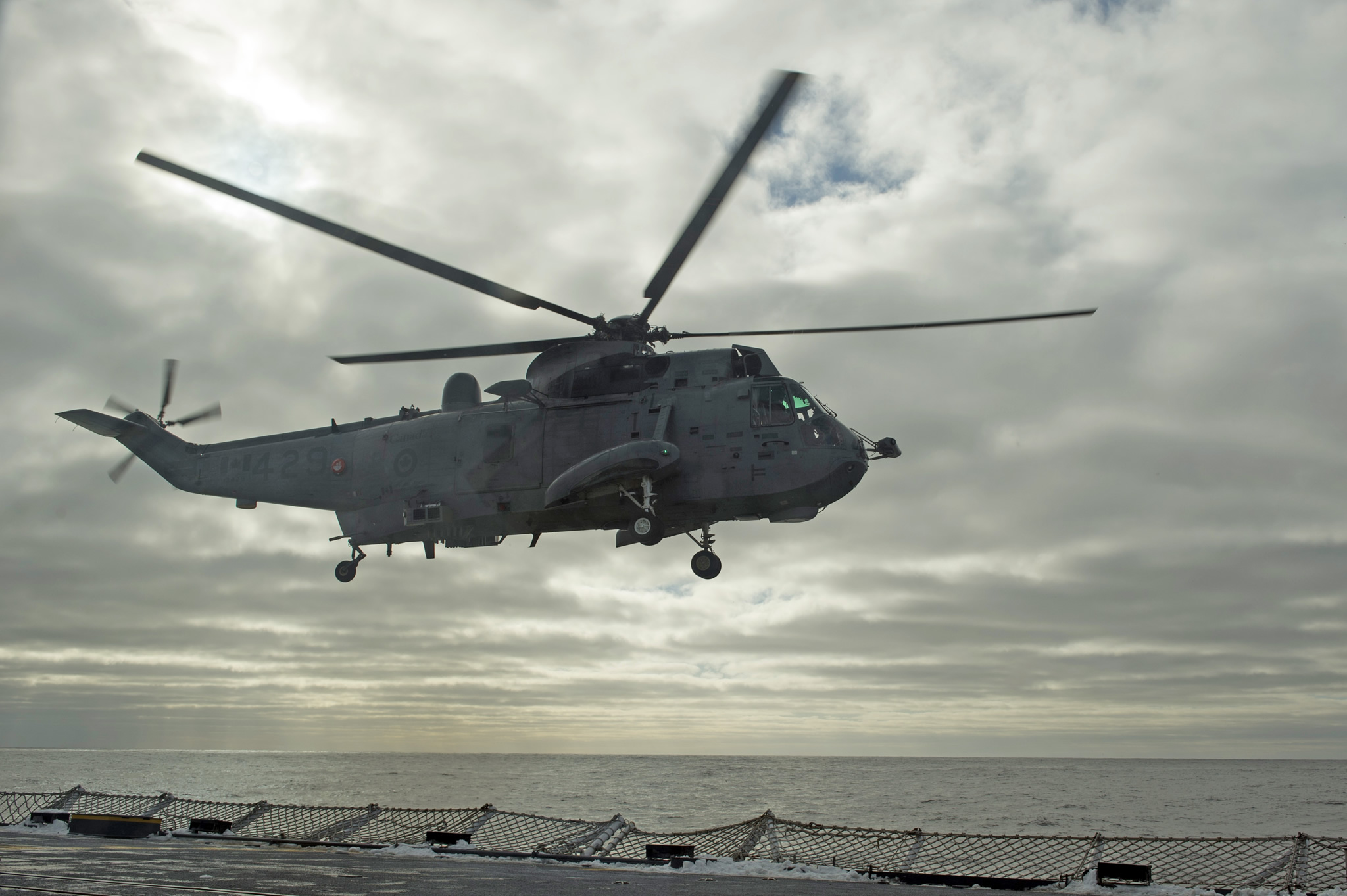 Atlantic Ocean. January 10, 2017 – A CH-124 Sea King helicopter departs off the flight deck of Her Majesty's Canadian Ship St. John's during a training exercise as the ship transits the Atlantic Ocean to participate in Operation REASSURANCE. (Photo: Leading Seaman Ogle Henry, Formation Imaging Services)