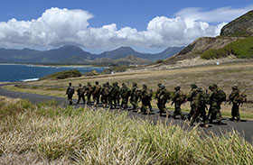 Kaneohe Bay, Marine Corps Base Hawaii. 26 June 2014 – Seven Platoon of Charlie Company of The 3rd Battalion Princess Patricia's Canadian Light Infantry march back to their camp after using the ranges at Kaneohe Bay, Marine Corps Base Hawaii during Exercise Rim of the Pacific (RIMPAC) on June 26, 2014. (Photo: Sgt Matthew McGregor, Canadian Forces Combat Camera.)