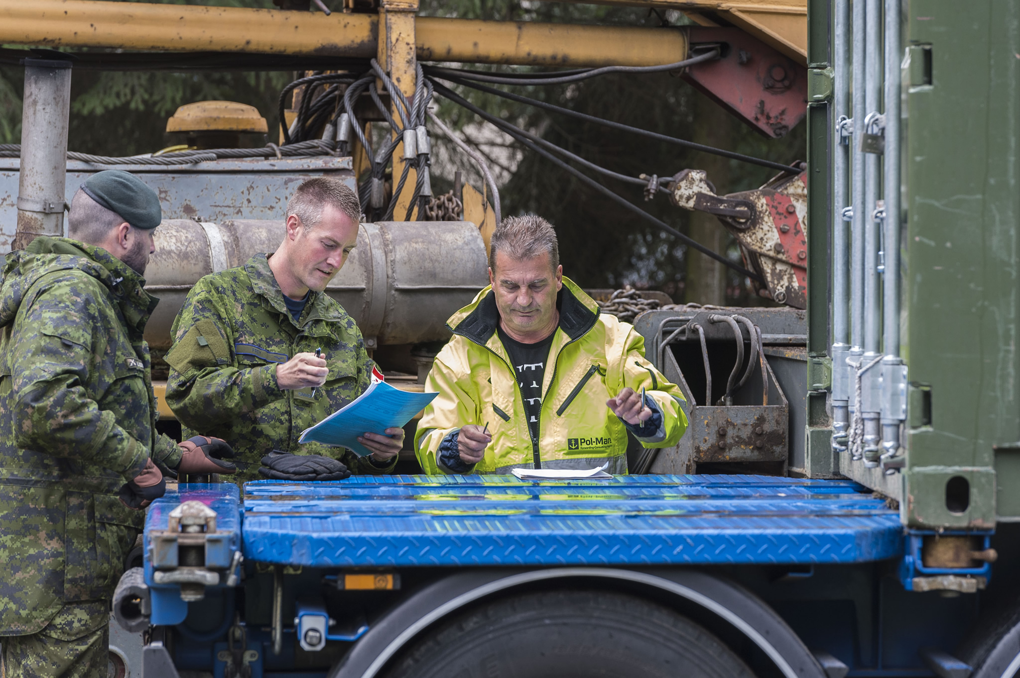 Glebokie, Poland. 11 September 2015 – A traffic technician finalizes paperwork with a Polish driver contracted to transport a sea container to Ex SILVER ARROW during Operation REASSURANCE. (Photo: Corporal Nathan Moulton, Land Task Force Imagery, OP REASSURANCE)