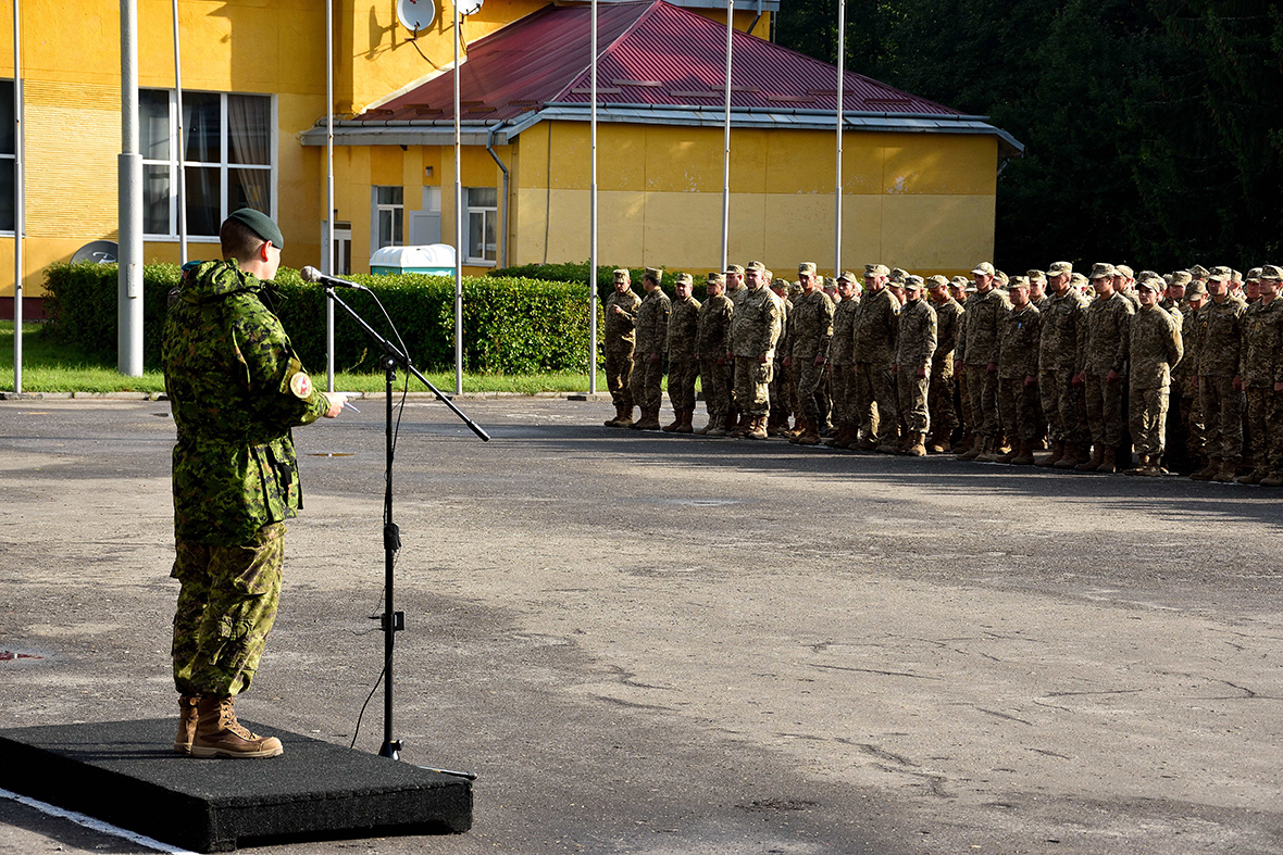 Lieutenant-Colonel Wayne Niven, Commander Joint Task Force – Ukraine addresses the graduating Ukrainian trainees during a parade on Operation UNIFIER at the International Peacekeeping and Security Centre in Starychi, Ukraine on September 23, 2016. (Photo: Joint Task Force – Ukraine)
