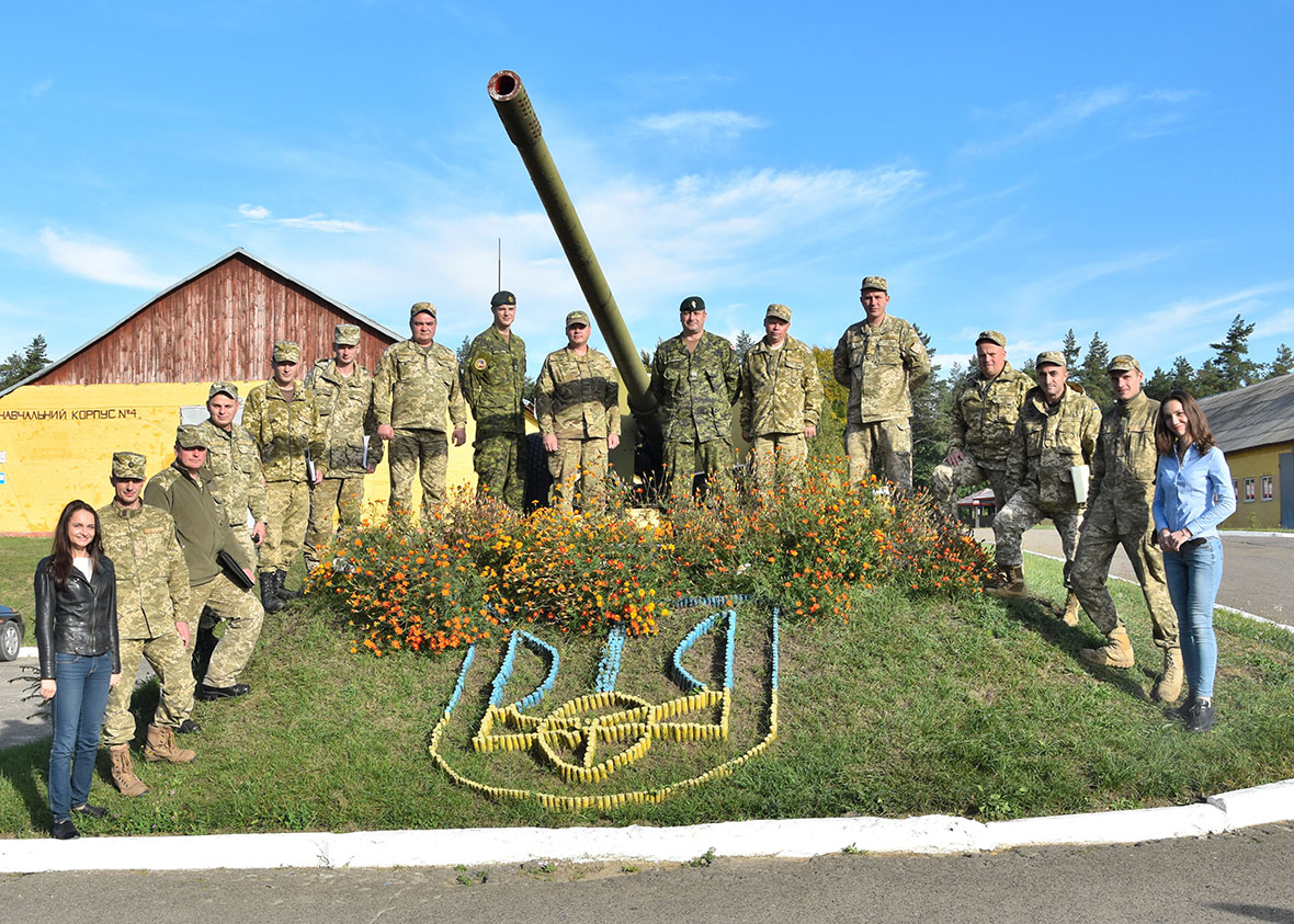 September 30, 2016. The Ukrainian Armed Forces students of the Logistics Operations Course pose for a photo with class linguists and instructors Major Geoff Tyrell, Officer Commanding Logistics Modernization, and Master Warrant Officer Scott Fieldsend, Sergeant Major Logistics Modernization, on Op UNIFIER at the 184 Training Centre in Starychi, Ukraine, on September 30, 2016. (Photo: Joint Task Force – Ukraine)