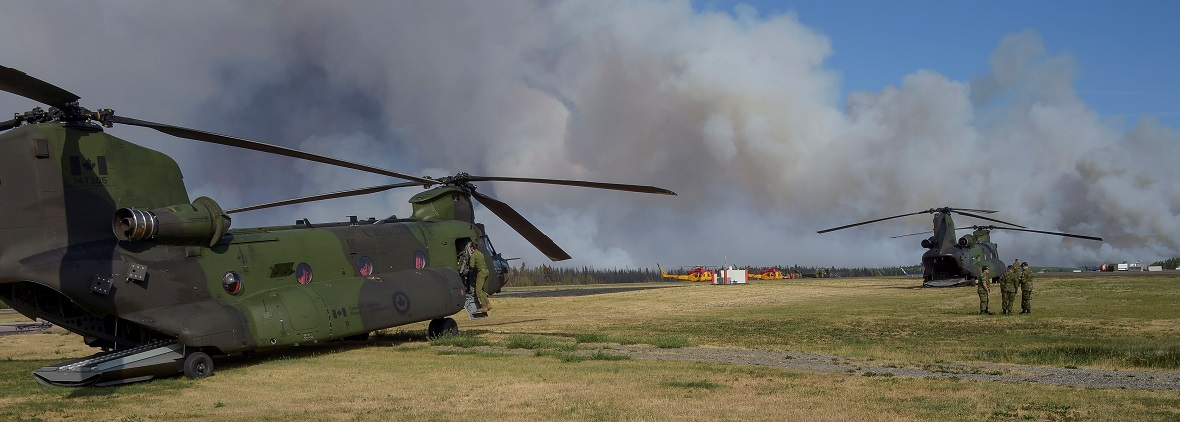 CH-147 Chinooks and CH-146 Griffons standby at Williams Lake airport for a possible evacuation of the Williams Lake region during Operation LENTUS 17-04 in British Columbia, on July 15, 2017. Photo: MCpl Gabrielle DesRochers, Canadian Forces Combat Camera