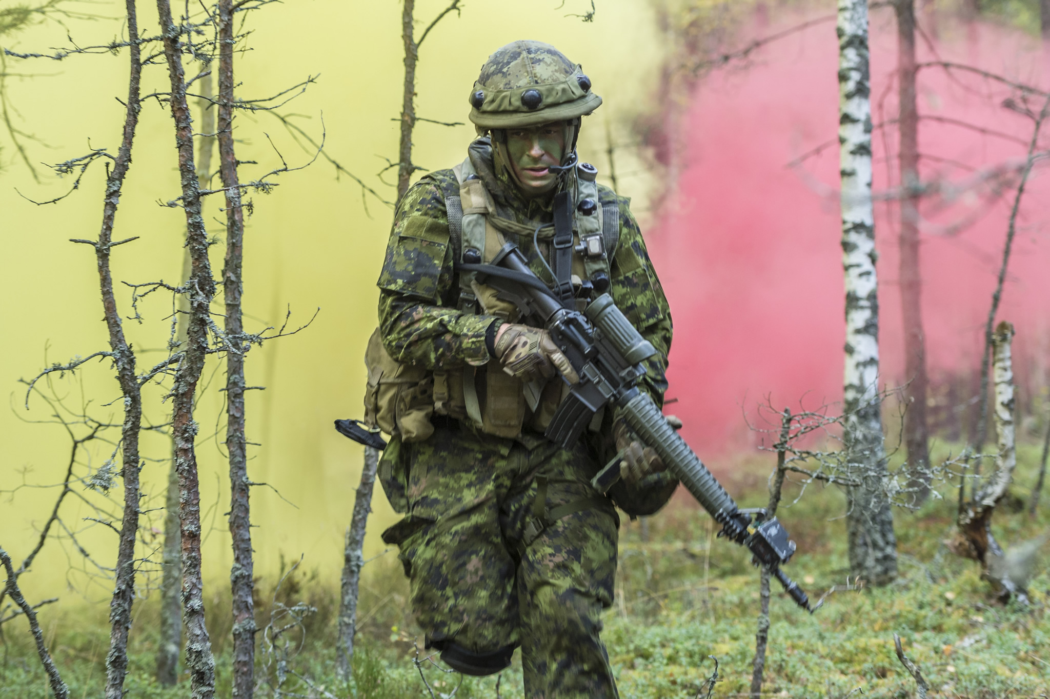 Kadaga, Latvia. 25 September 2015. Corporal Jonathan Desbiens-Fauteux, 6R22eR, runs as smoke fills the forest, while peeling back from an ambush during Exercise SILVER ARROW at Adazi Military Training Area in Kadaga, Latvia during Operation REASSURANCE