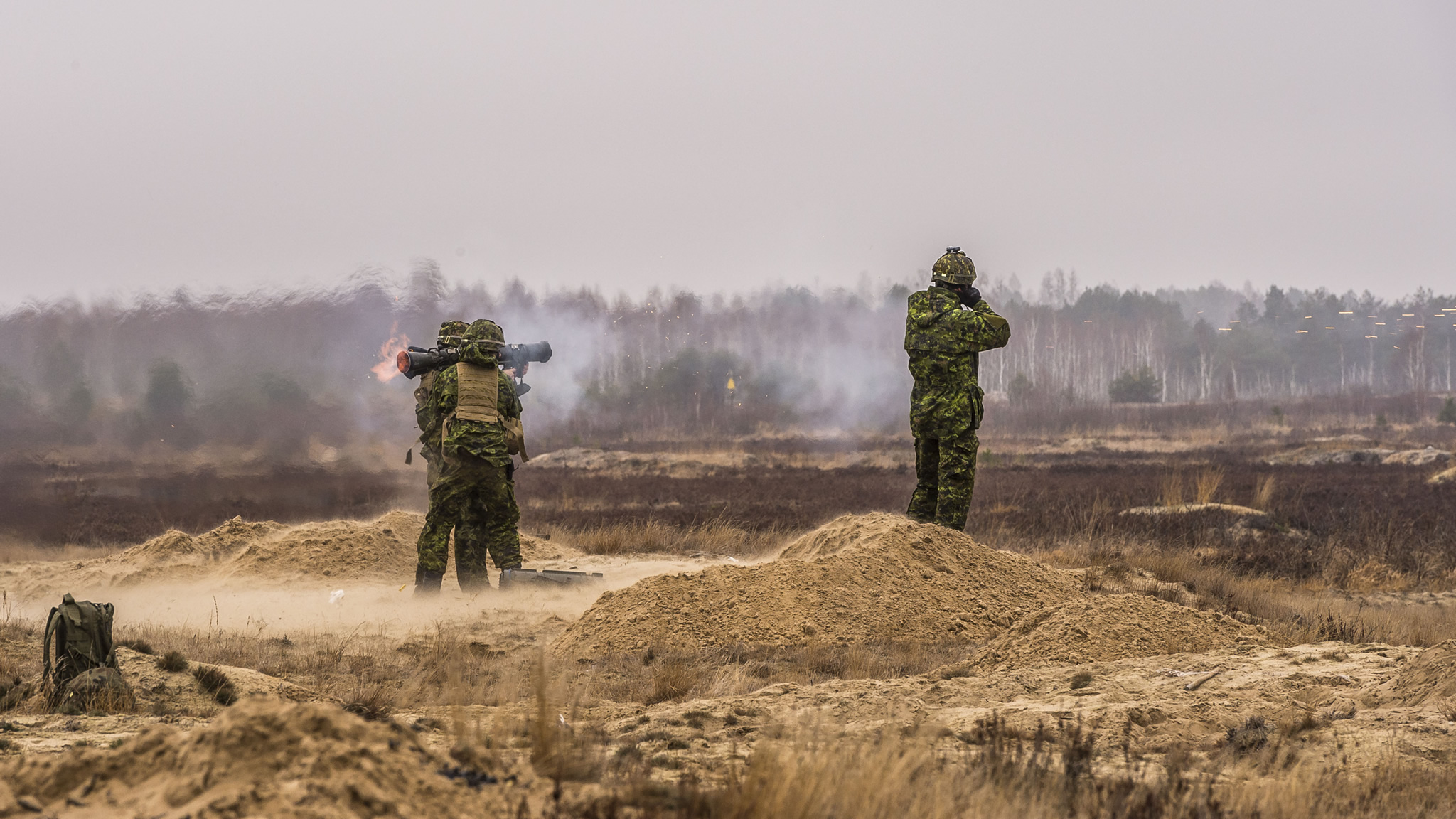 Canadian Armed Forces members fire a Carl Gustav recoilless rifle during an exercise at Nowa Dęba Training Center in Nowa Dęba, Poland on December 8, 2015 during Operation REASSURANCE. (Photo: Corporal Nathan Moulton, Land Task Force Imagery, OP REASSURANCE)