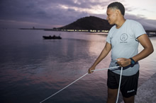 St. Kitts and Nevis. 2 June 2015 – A member of the Trinidad and Tobago Coast Guard, under the guidance of Fleet Diving Unit (Atlantic), uses a lifeline to signal to another student during a night dive on Exercise TRADEWINDS 15 in St. Kitts and Nevis on June 2, 2015. (Photo: Master Seaman Peter Reed, Formation Imaging Services, Halifax)