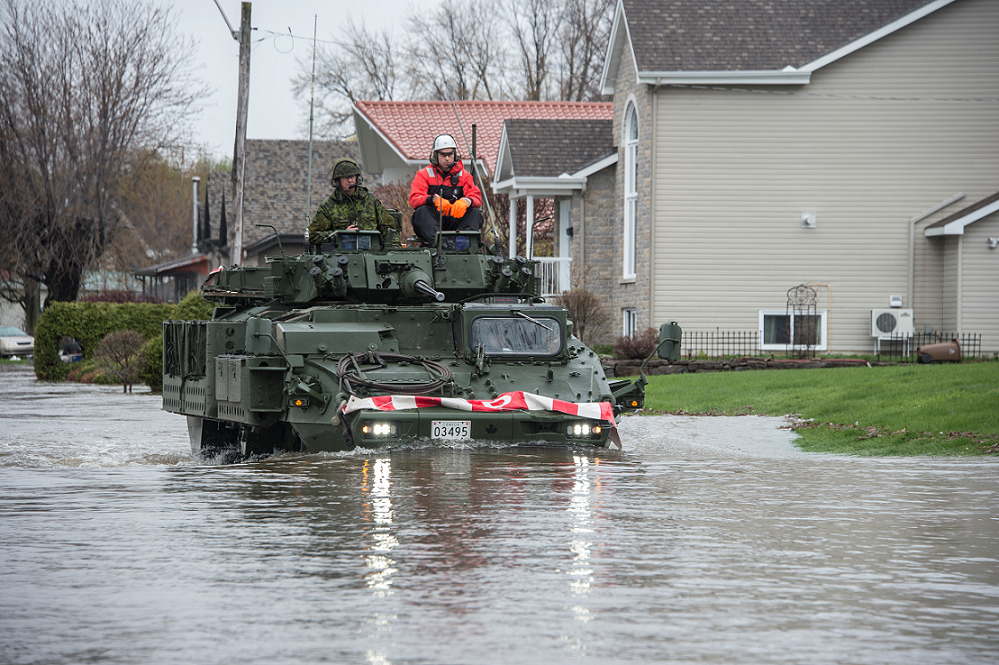 Members of 12e Régiment blindé du Canada and a member of the Gatineau Fire Department travel to the sector assigned to them as part of Operation LENTUS 17 in Gatineau, Quebec, on May 7, 2017. (Photo: Cpl Gabrielle DesRochers)