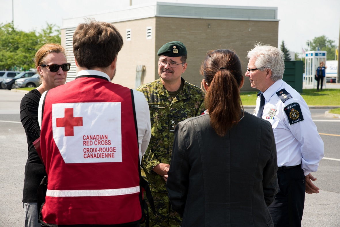 Brigadier-General Hercule Gosselin, commander of 2 Canadian Division and of Joint Task Force (East), visits the shelter site for asylum seekers and provides an update on requirements with different civilian partners near the border crossing at Saint-Bernard-de-Lacolle on August 10, 2017.